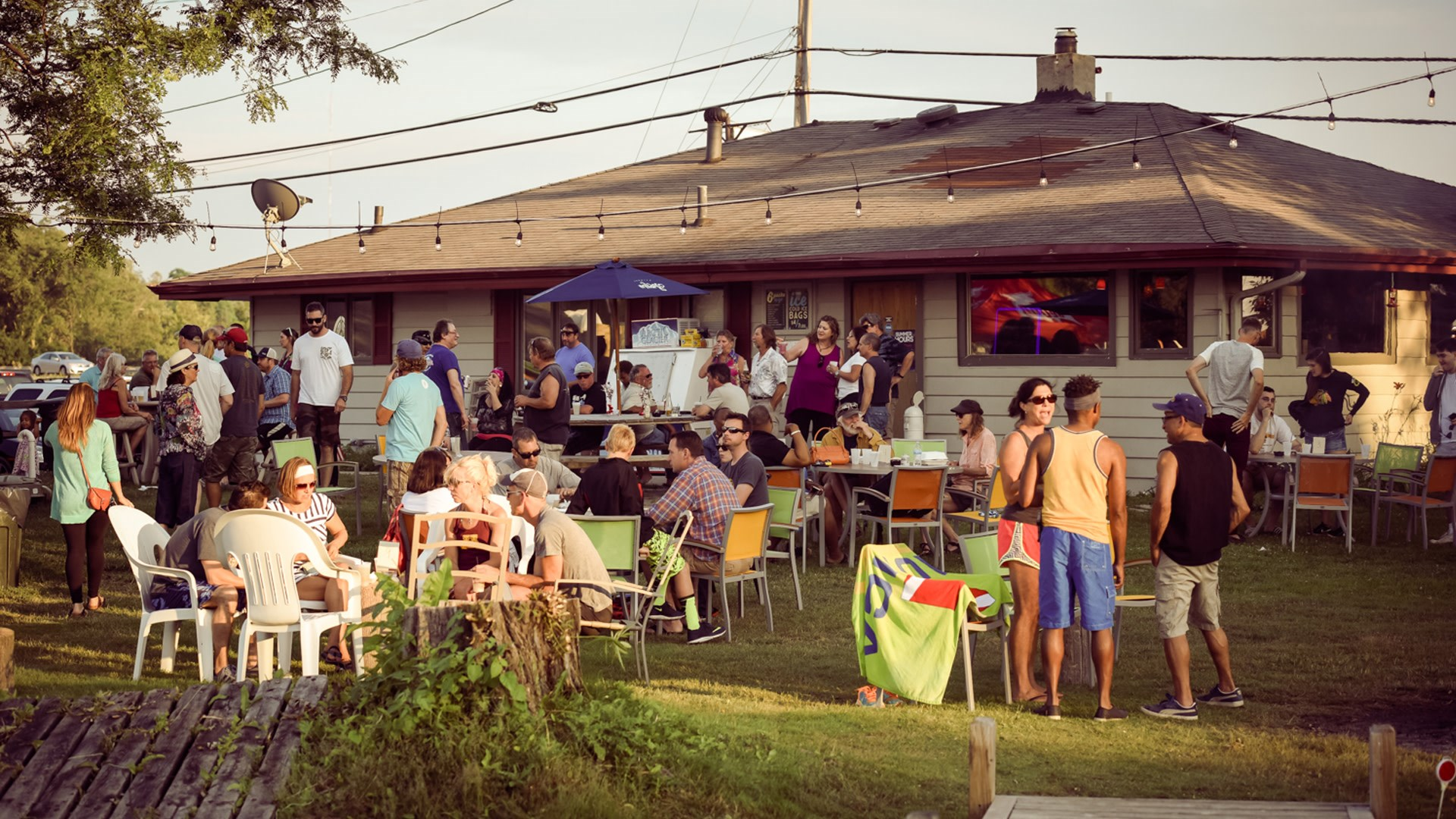 Backyard Bar And Grille - House of Things Wallpaper