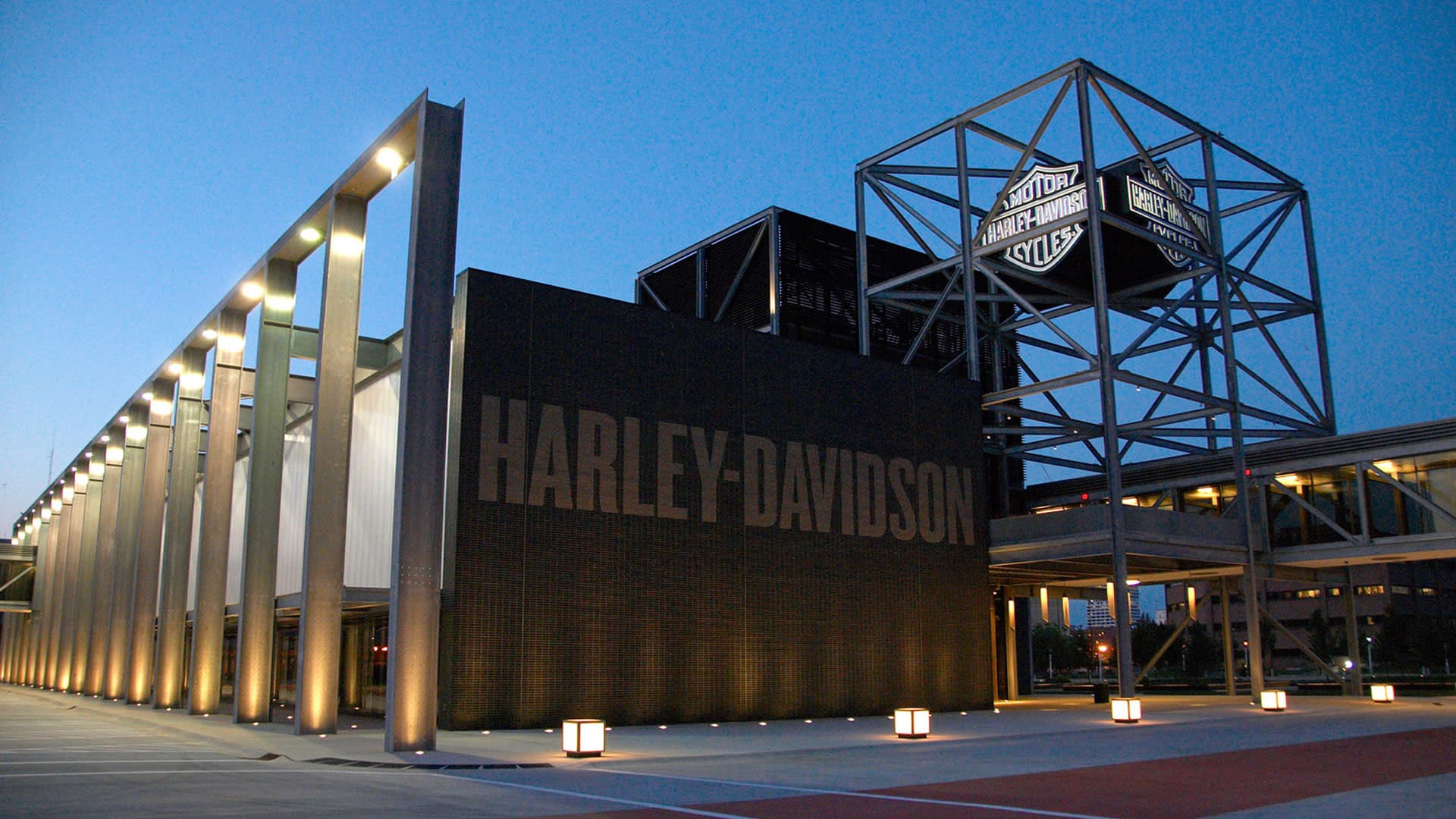 Harley Davidson Milwaukee >> Visit Milwaukee Levy Restaurants At The Harley Davidson Museum