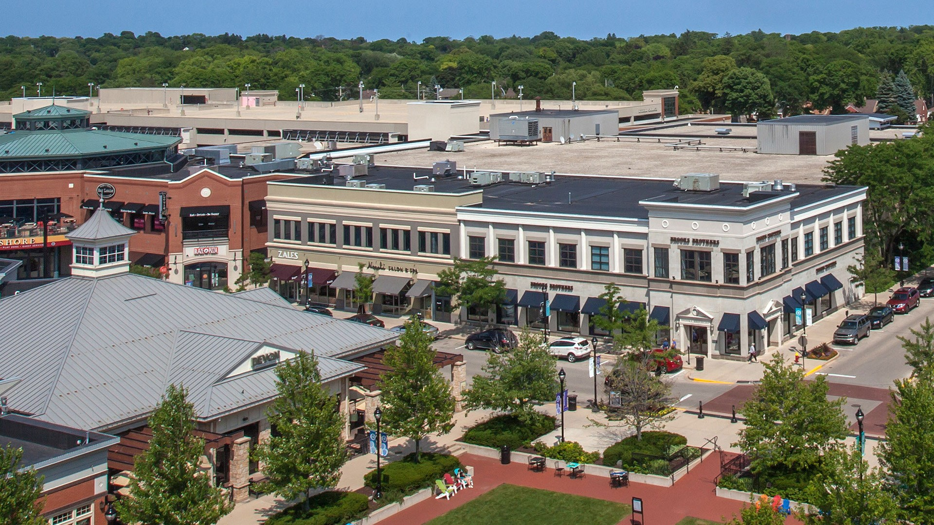 Shop, Dine & Play at Bayshore Town Center!